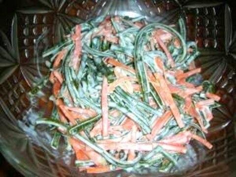 ガーリック風味がおいしい切り昆布とニンジンのサラダ
