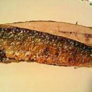 フライパンで焼き魚(サンマの開き)
