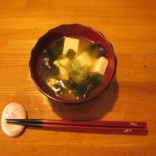 電子レンジで 5 分豆腐とわかめの味噌汁