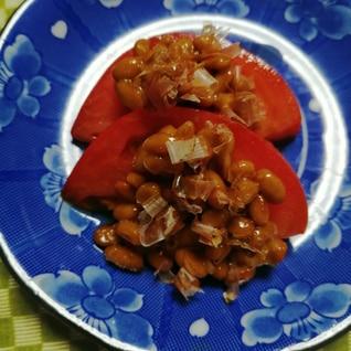 トマトに納豆かつお節めんつゆかけ