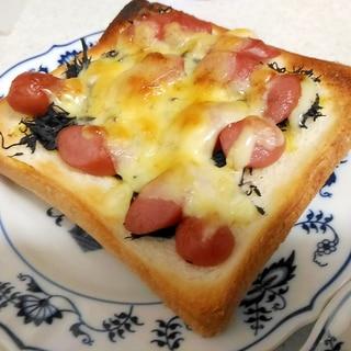 ひじきとウインナーの辛子マヨチーズトースト