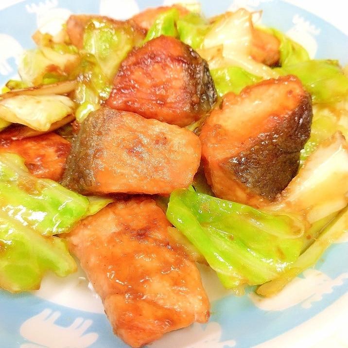 簡単ヘルシー(^^)鮭とキャベツの味噌バター炒め♪