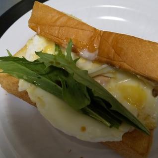 水菜と卵のホットサンドイッチ