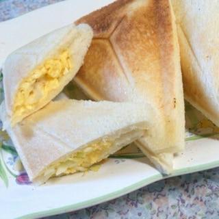 とろっと卵とチーズのホットサンド