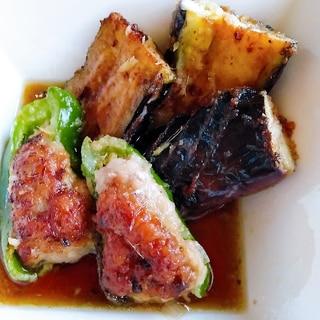 なすのひき肉挟み焼きとピーマン肉詰め焼きの煮浸し