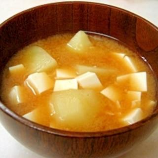*豆腐とじゃがいもの味噌汁*