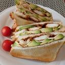 簡単チキンカツ風とアボカドのサンドイッチ
