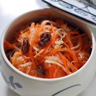 作り置き副菜★干しぶどうと黒酢で作るなます