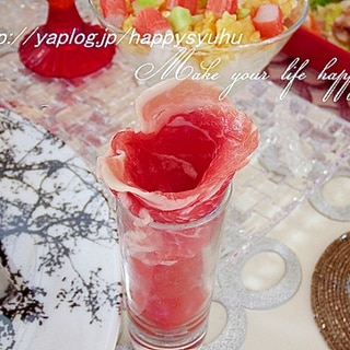 ショットグラスin生ハムでミニ薔薇とプチトマト