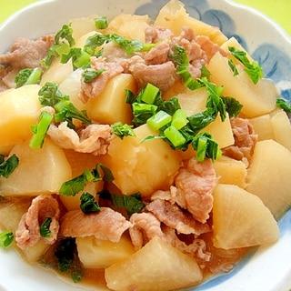 大根とじゃがいも豚肉の煮物