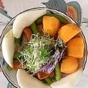 リースレタス 、柿、梨のサラダ