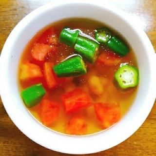 トマトとオクラとミックスビーンズのコンソメスープ
