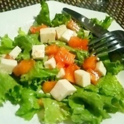秋のヘルシーサラダ、柿と豆腐のサラダ