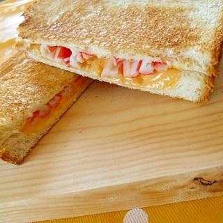 カニカマチーズのホットサンド
