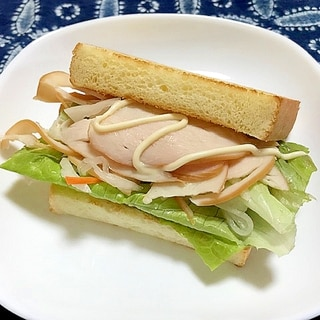 サラダチキンとロメインレタスのベトナム風サンド