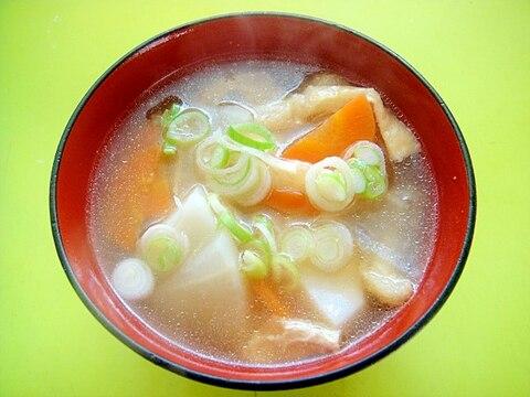 里芋と大根ニンジン油揚げの醤油汁