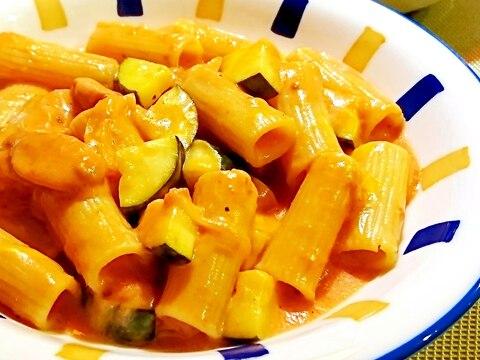 ズッキーニとウインナーのチーズトマトクリームパスタ