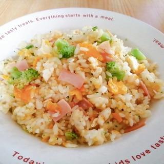 卵とブロッコリーとハムの炒飯
