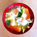 キャベツと豆腐と長ネギと麩と豚肉の味噌汁