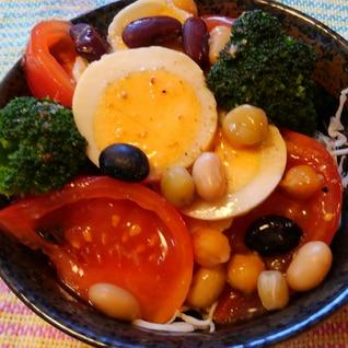 蒸しサラダ豆とゆで卵とブロッコリーのサラダ