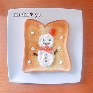 クリスマスに 可愛い雪だるまトースト