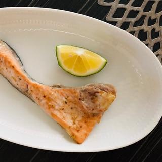 鮭あらのハーブソルト焼き/レモンでさっぱり