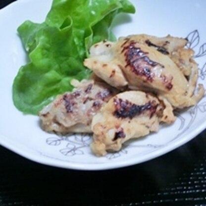 こんばんは♪胸肉なくてモモ肉で作りました。塩ヨーグルトは初めてですがふんわり柔らかくなってとても美味しく頂きました♪ご馳走様でした♪ クッキングシート・ナイス!