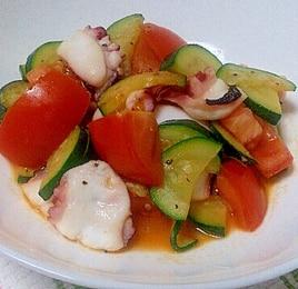 たことズッキーニのトマト炒め