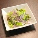 さっぱりレモンドレッシングかけ紫玉ねぎのサラダ