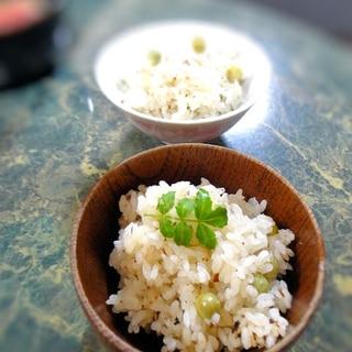 タケノコとえんどう豆の炊き込みご飯