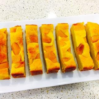 黄桃のコンポート入り アーモンドケーキ