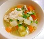 コロコロ野菜と鶏手羽先のスープ