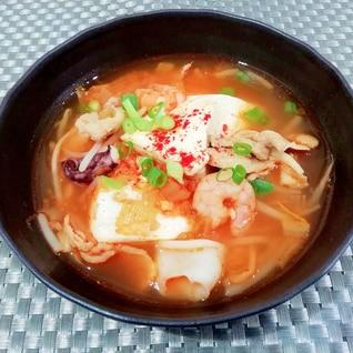 味噌とコチュジャンで旨味UP♪キムチチゲ風スープ