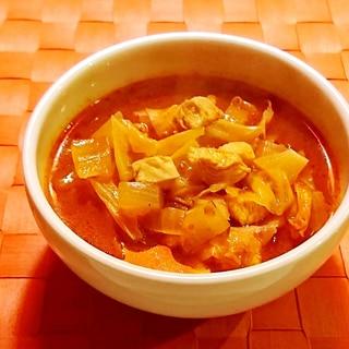 トマトジュースできゃべつと鶏肉のスープ