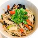 きくらげと野菜たっぷりのボリューム満点中華丼
