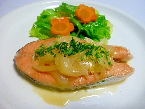 フライパンひとつで春キャベツたっぷり銀鮭の蒸し煮