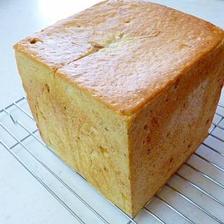 全粒粉入り クルミの角食パン