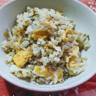 高菜(たかな)と、沢庵(たくあん)の炒飯