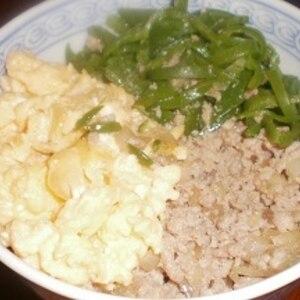 簡単ランチ*ひき肉・卵・春菊の三色丼