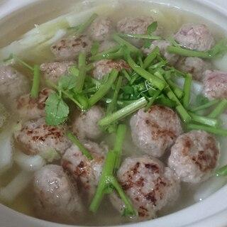 豚こま団子のアジアン鍋