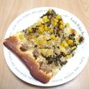 ツナ、玉ねぎ、コーンのピザ