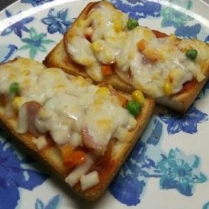 コーンとウインナーのピザトースト