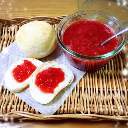 甘さ控えめで、いちご感がUPですね。 手作りパンに合わせていただきます♡