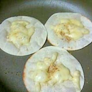 フライパンで簡単☆餃子の皮でおつまみピザ☆