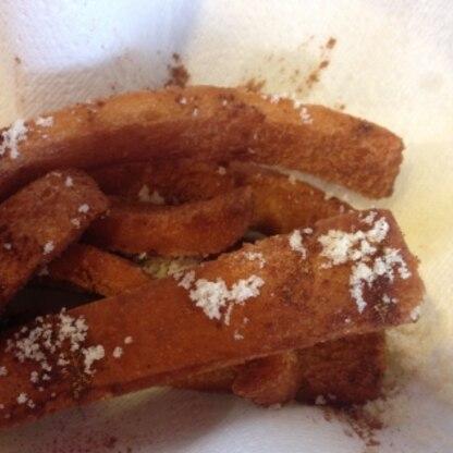 シンプル懐かしいパン耳揚げパン。シナモン&お砂糖で美味しくいただきました。