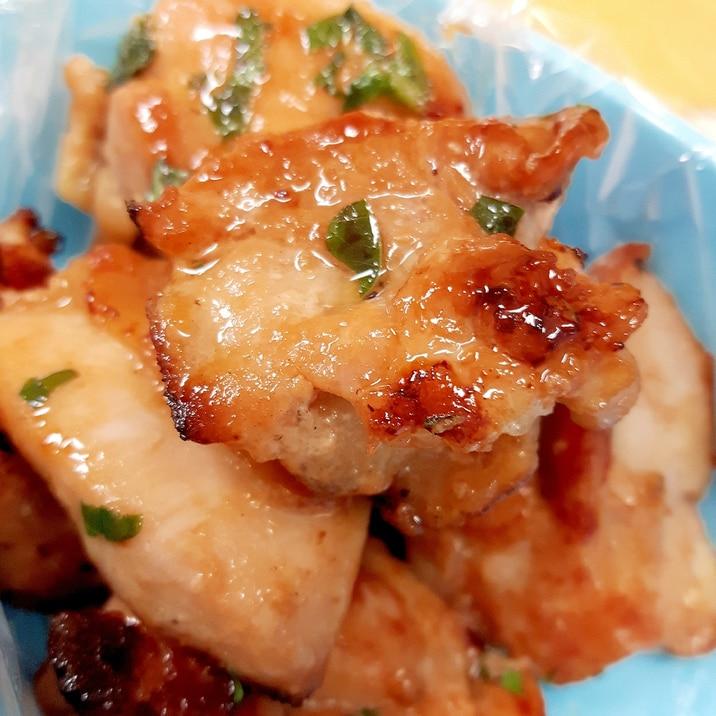漬け置き調理(^^)鶏もも肉の梅干し大葉炒め♪