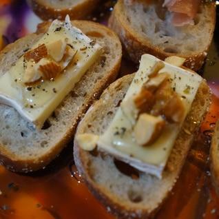 フランスパンとカマンベールでおつまみ