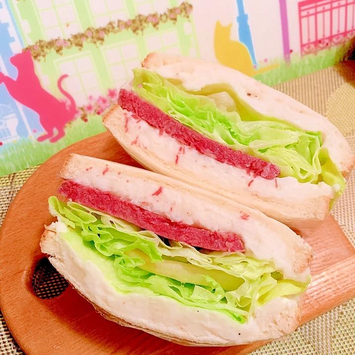 長芋ポテサラとコンビーフのサンド