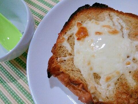 ココナッツオイルシロップとチーズのトースト