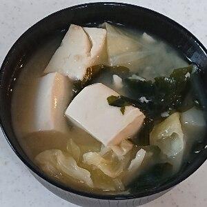 キャベツと豆腐とわかめの味噌汁